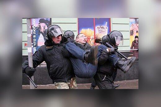 Rusijos milicija sulaiko opozicijos mitingo dalyvį