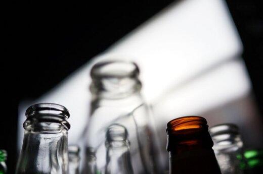 Alus buteliai - vieni vienkartiniai, kiti - apyvartiniai