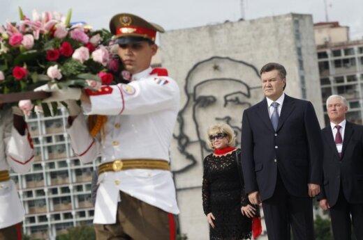 Maciążek: Powinniśmy kibicować zwycięstwu niebieskich (wybory na Ukrainie)