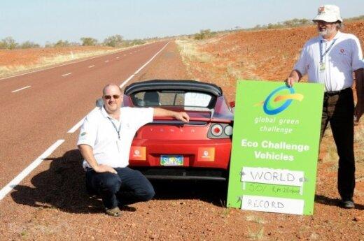 """""""Tesla Roadster"""" nuvažiavo 501 km ir pasiekė elektromobilių rekordą"""