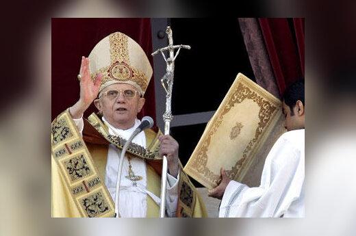 Popiežius Benediktas XVI Kalėdų rytą laimina tikinčiuosius