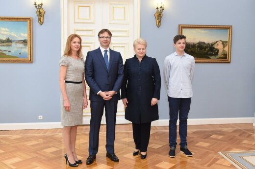 Rolandas Kriščiūnas (second left) and President Dalia Grybauskaitė (second right). Photo by R.Dačkus, President's Office