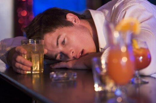 Alkoholizmas provokuoja ankstyvą insultą