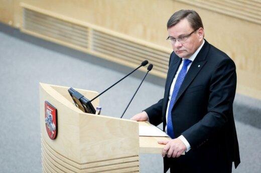 Спикер Cейма Литвы утверждает, что уходит в отставку добровольно