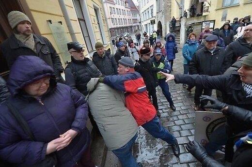 На пикете перед посольством РФ в Таллине произошла драка