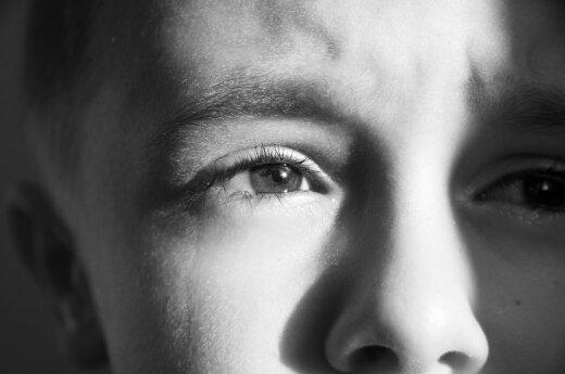 vaikas, berniukas, liūdesys, ašara, akys, mirtis