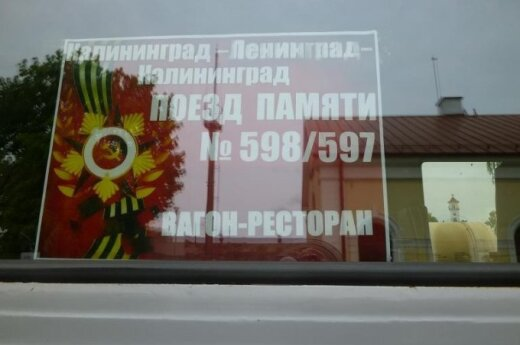 Traukinys su sovietine simbolika