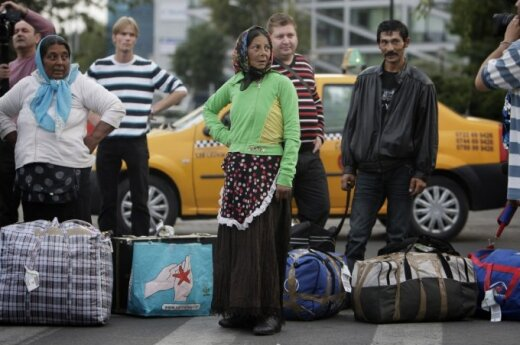 Greece begins partial demolition of Roma camp