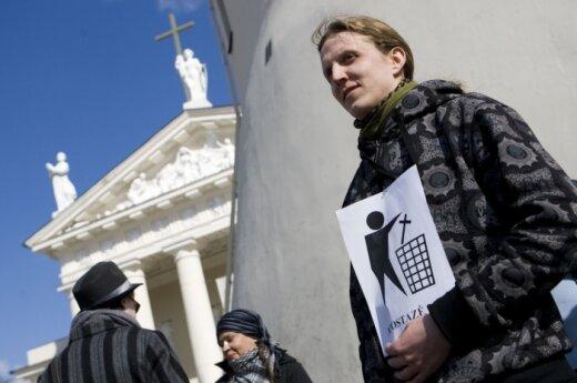 Išsvajotų atsiskyrimo nuo Bažnyčios pažymėjimų apostatai ir vėl negavo