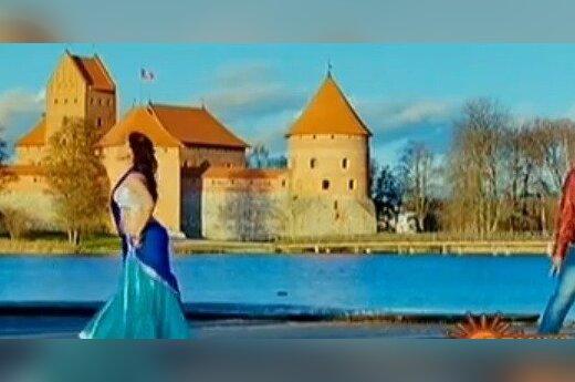 Indų filme veikėjams už nugarų šmėžuoja Trakų pilis