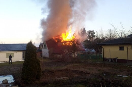 В Вильнюсе открытым огнем горел жилой дом