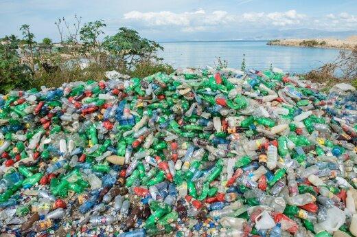 Perdirbo iš vandenynų surinktą plastiką: pakuos kompiuterius