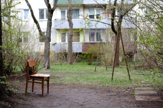 """Vilniaus gyventojos siaubas – """"dovanėlės"""" kiemuose ir pievelėse"""