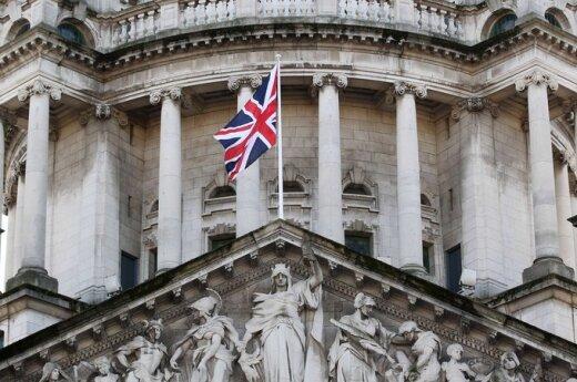 Wielka Brytania: Ratusz w kolorze biało - czerwonym