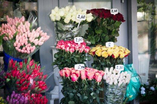 Moterys, vyrai Kovo 8-ąją jums neprivalo dovanoti gėlių