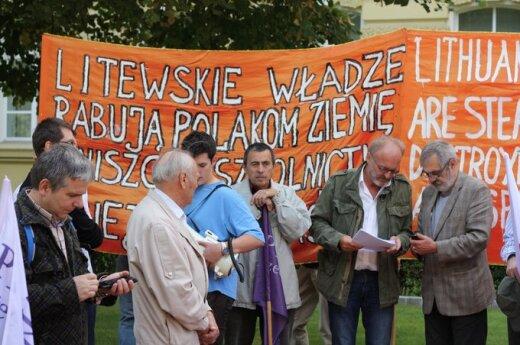 Protest przeciwko dyskryminacji Polaków na Litwie w Warszawie