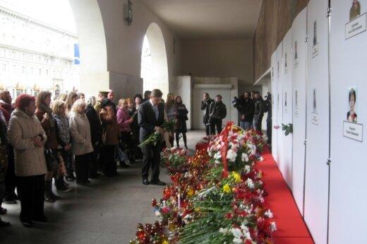 Lietuvos ambasadorius Baltarusijoje Edminas Bagdonas pagerbė per sprogimą Minsko metro stotyje žuvusių aukų atminimą