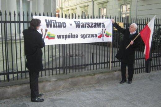 Protest pod ambasadą Litwy w Warszawie