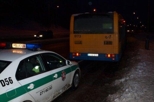 В Вильнюсе автобус проехал по рукам девочки и ее отца