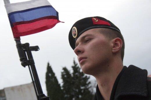Акунин о россиянах, встающих под гимн РФ на пляже в Сочи: их не жалко