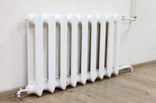 Žvarbi žiema jaučiama ir namuose: bute šildymas neveikia 4 dienas