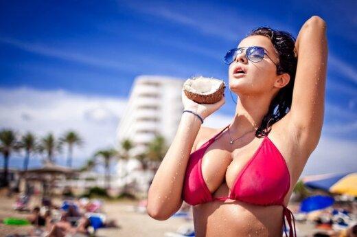 Sztuczny biust poprawia kobiecie życie erotyczne