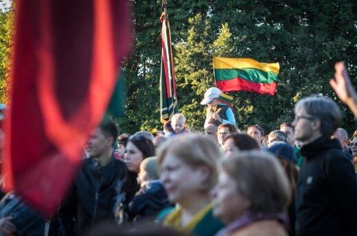 Lietuva švenčia: himnas aidi visoje šalyje