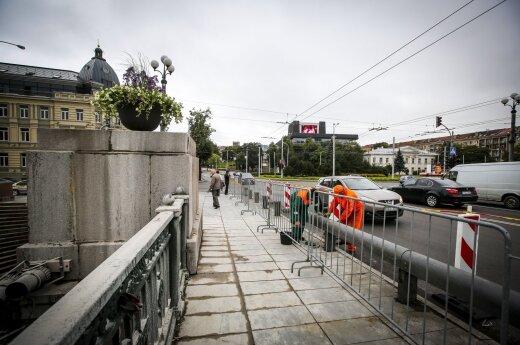 Ночью в столице Литвы с моста сняли первые советские скульптуры