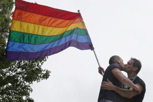 """Акция гей-активистов в """"гайд-парке"""" Москвы обернулась дракой с газом"""