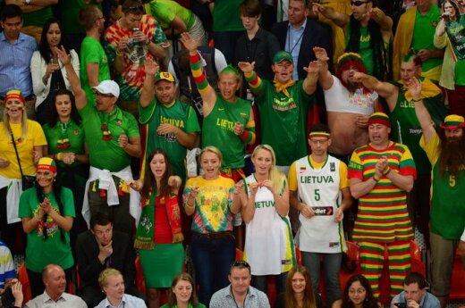"""Mazuronis chce zbadać sprawę """"hailujących"""" kibiców litewskich w Londynie"""