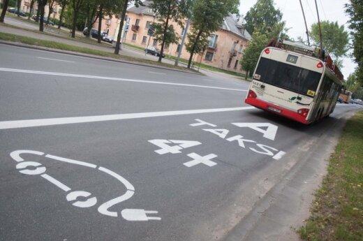 Viešojo transporto kultūra: troleibuso vairuotojas išplūdo su vaiku važiavusią keleivę