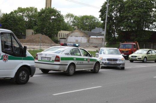 Мотоциклист врезался в автомобиль Mercedes Benz