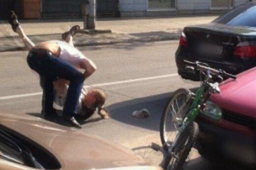 Linčo teismas kelyje: BMW vairuotojas susimušė su dviratininku