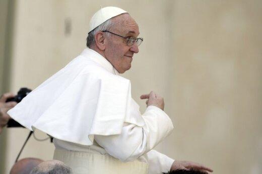 Watykan: Papież odmówił zamieszkania w oficjalnych apartamentach