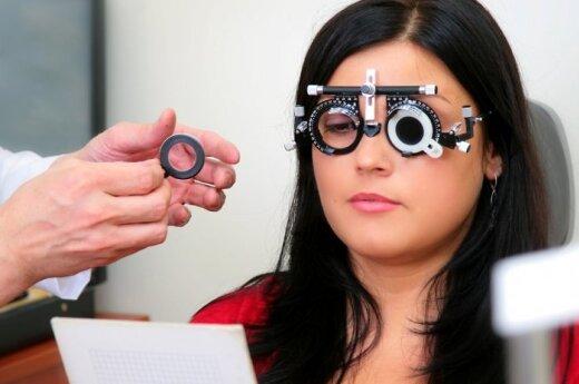 Kada jau derėtų pasvarstyti apie akinius ir kodėl silpnesni akiniai – labai bloga idėja