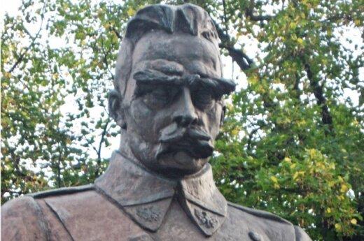 Polski artysta chce ośmieszyć pomnik Piłsudskiego