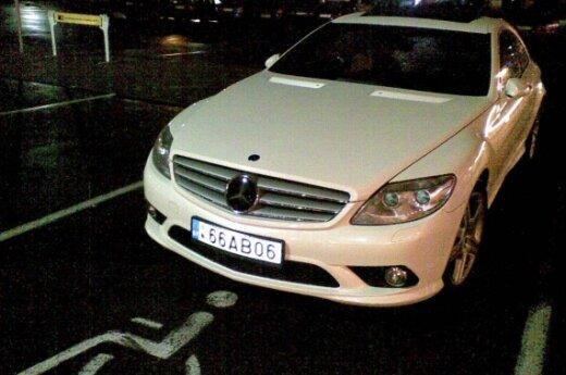 """Parkavimas Vilniuje, prie Žirmūnų """"Rimi"""". 2009-10-16, 19.09 val."""
