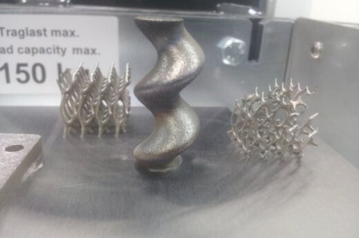 3D spausdintuvu sukurti metalo gaminiai