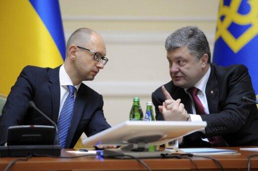 """Порошенко и Яценюка обвинили в нарушении """"дня тишины"""""""