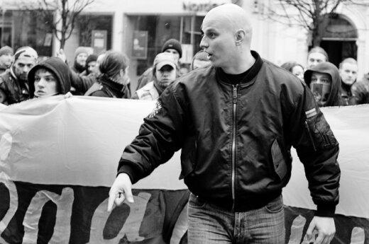 """Radikalų eitynėse - šūkiai """"Lietuva – lietuviams!"""", Vokietijos nacionalisto kalba"""