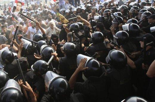 Egipte muštynės kilo prie rūmų, kur vyksta H.Mubarako teismas