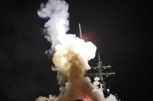 """Iš JAV karo laivo šaunama raketa """"Tomahawk"""""""