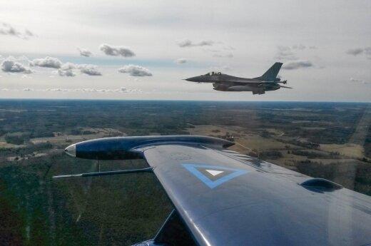 NATO naikintuvai virš Baltijos jūros lydėjo 32 Rusijos orlaivius