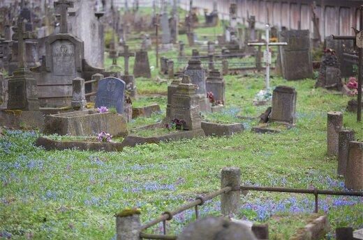 В Шяуляй с кладбища украли надгробие