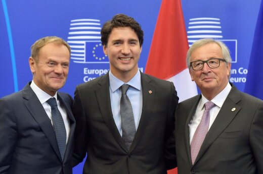 Donald Tusk, Justin Trudeau and Jean Claude Juncker after signing the CETA