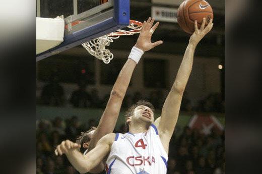 """Eurelijaus Žukausko (""""Žalgiris"""") mėginimas blokuoti Theodoro Papalouko (CSKA) metimą"""