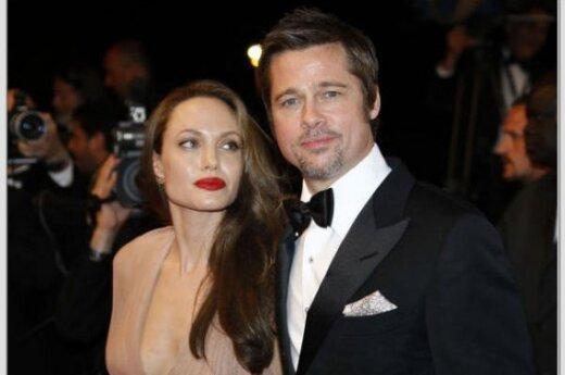Джоли появилась в Каннах полуобнаженной