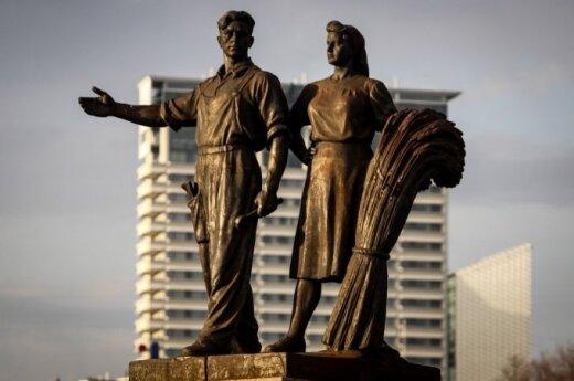 Controversial Soviet Green Bridge statues to stay in Vilnius