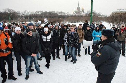 Полиция Санкт-Петербурга пресекла массовую игру в снежки