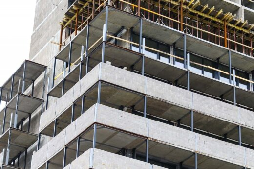 Construction industry cashflow depressed by public contracts drought